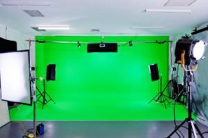 ساخت فیلم آموزشی با پرده سبز استودیو کروماکی خانگی